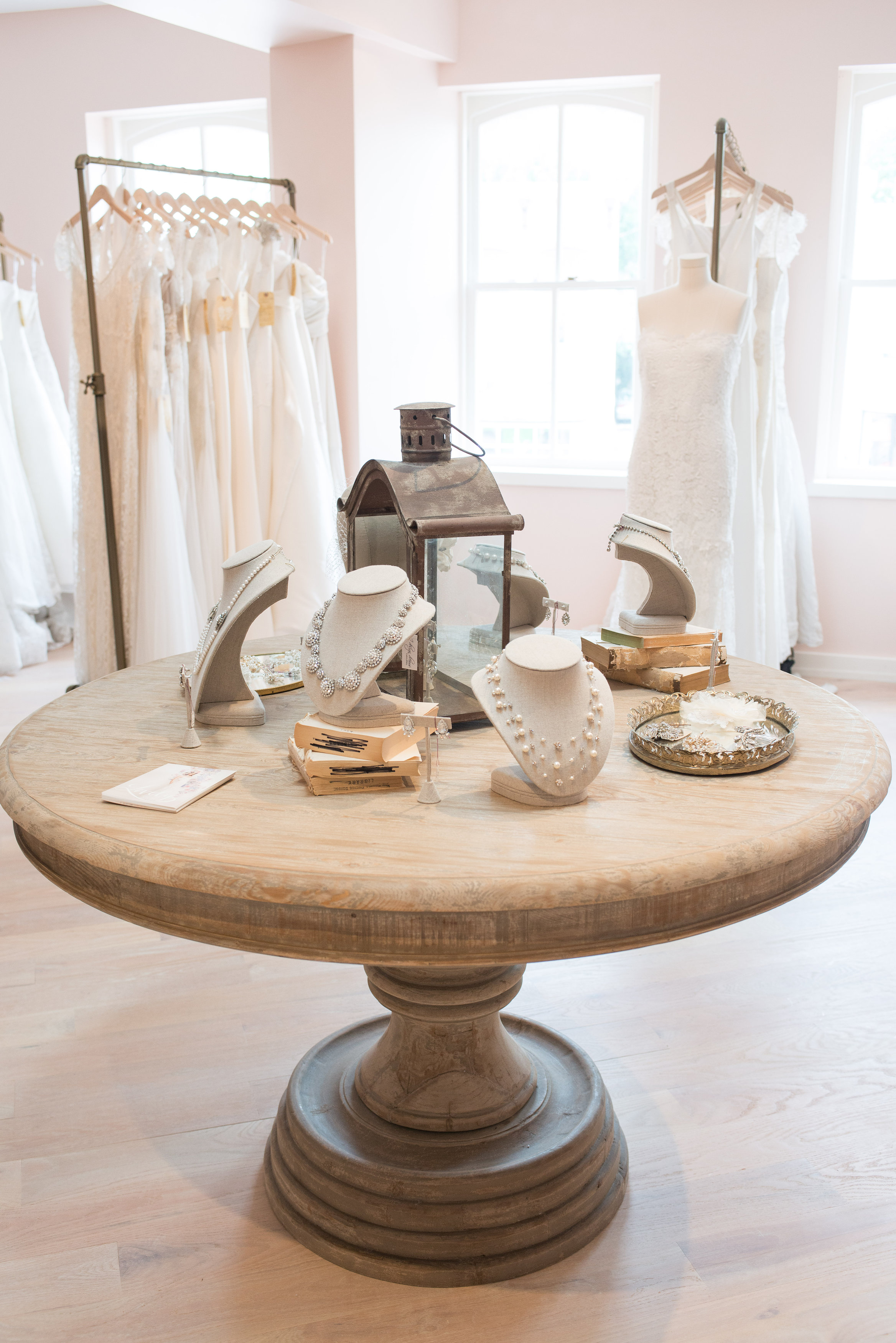 How To Finding The Perfect Wedding Dress United With Love