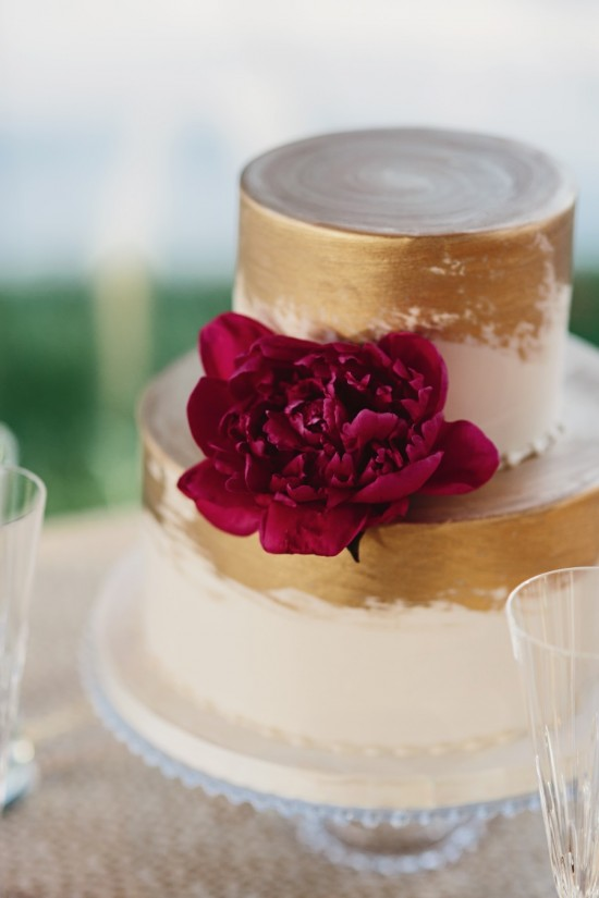 Modern-Washington-DC-Wedding-Sarah-Culver-Photography-Red-and-Gold-Wedding-Cake