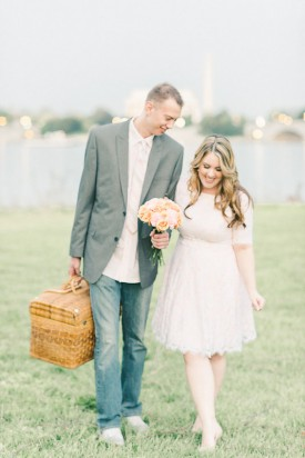 dc-breakfast-wedding-engagement-session-elizabeth-fogarty-photography-couple-with-picnic-basket-275x412